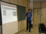 """Idevar Junior mostrando a história do nome """"Windows 7"""" e """"Windows 8"""""""
